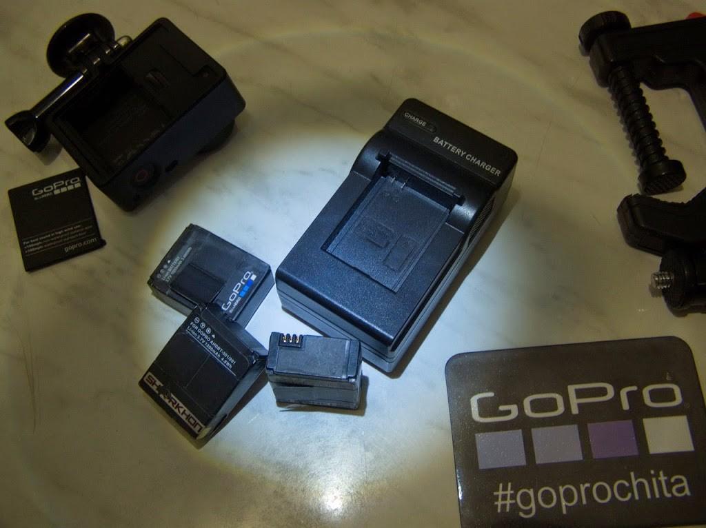 Зарядное устройство и аккумуляторы для камеры GoPro Hero 3/3+