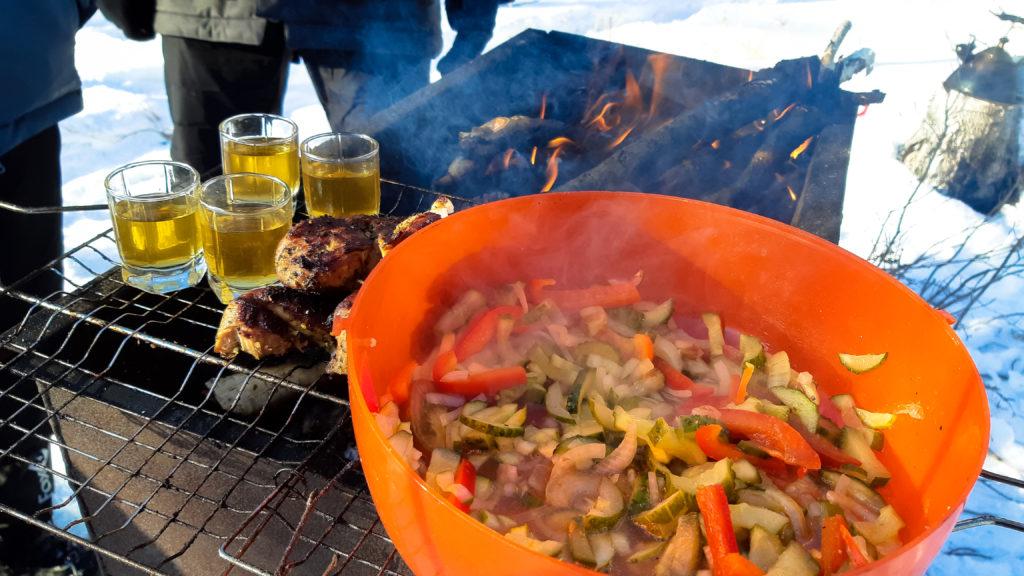 Шашлык на мангале, салат и самогон