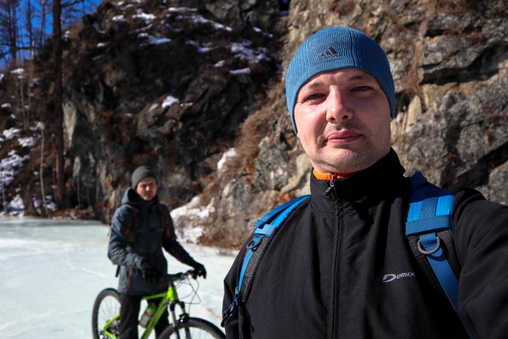 На велосипедах по скользкому льду Никишихи