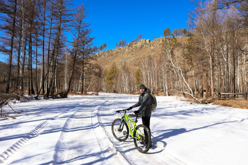 На велосипедах по замерзшей Никишихе до горы Колькин лоб