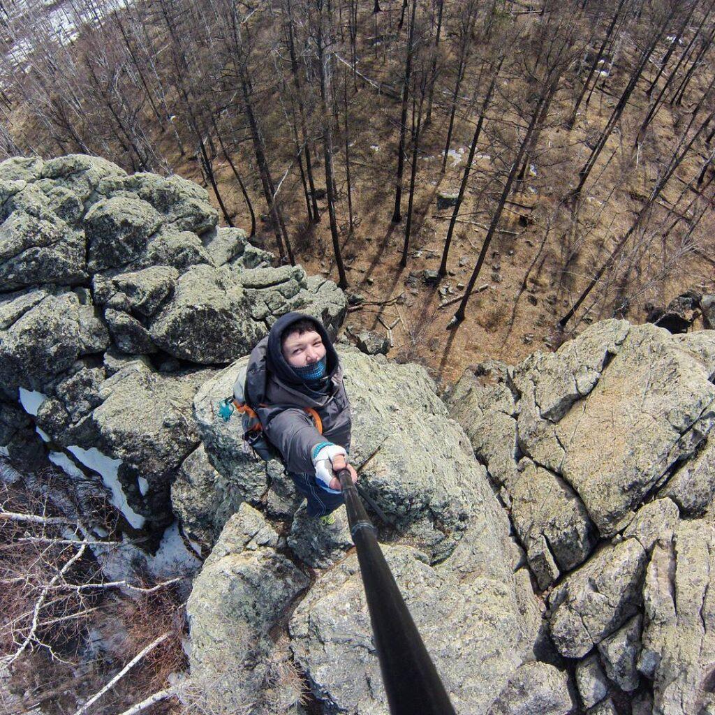 Забрался на один из останцов Смоленских скал