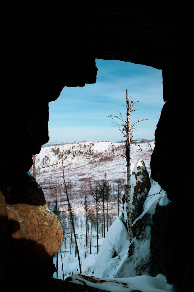 Телевизор в одной из скал на горе Камень, хребет Черского