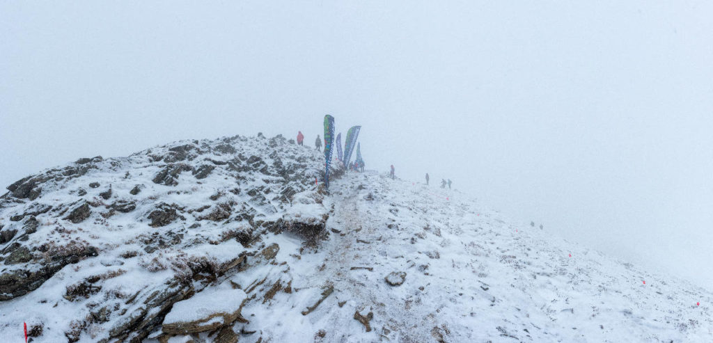 Вершину пика Любви накрывает снежным облаком